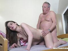 Patriarch man's energized dick suits this midget girl broad in the beam age