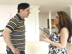 Amateur matured Kiki Daire with glasses having sex with a neighbor