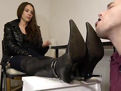 Under Girls Feet-slave Incorrect Extravasate Cleaning