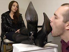 Deeper Girls Feet-slave Dirty Boot Detersive
