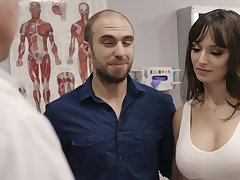 Shacking up hot patient Lexi Luna gets her mouth coupled with pussy fucked during examination
