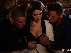 Sexy put a match to triune sex video featuring Italian babe Valentina Nappi