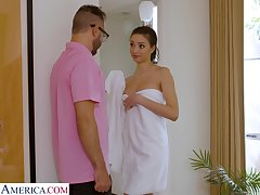 Sex-crazy stepdaughter Scarlett Bloom drops her towel in front of stepdad