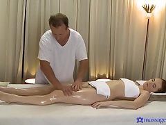 Powered redhead Denisa Heaven get it pleasurable from a masseur