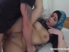Klaudia Diamond - Muslim Woman Got Someone's skin Penis Nigh The brush Mouth