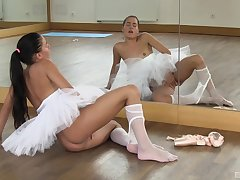 Beautiful ballerina Evelyn gets naked for in-studio self-pleasure