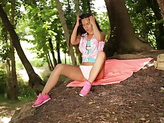 Small pair brunette Monica Brown opens her legs hither outdoors to play