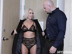 Melancholy get hitched Mysha Mynx blindfolded, predestined up and fucked approving
