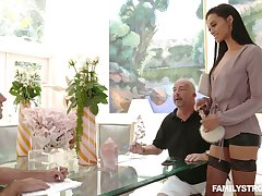 Slutty sex-appeal stepmom Gia Vendetti licks sperm from eradicate affect mirror