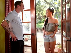 Attractive Asian masseuse Jade Kush treats dude just about massage and horny ride