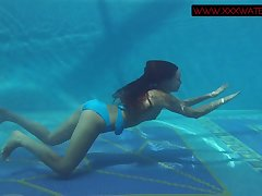 Spectacular redhead gets naked for skinny dipping fun