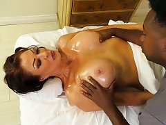 Hyacinthine masseur fucks killing hot cougar Vanessa Videl and cums up her mouth