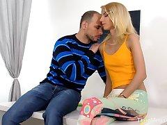Ardent Hungarian blonde blowlerina Missy Luv works on boner horseshit