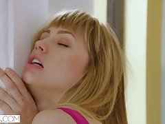 Nympho Ivy Wolfe has Intercourse Act with the brush Therapist